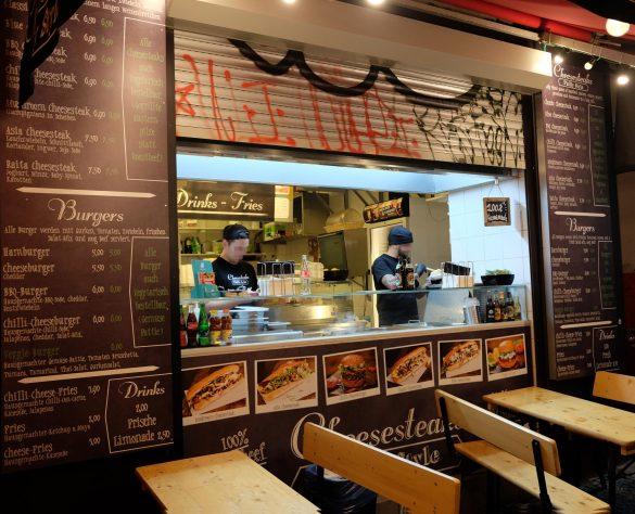 cheesesteak burger berlin Tische vorm Lokal