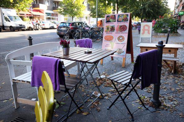 kiez vegan berlin Tisch vor dem Lokal