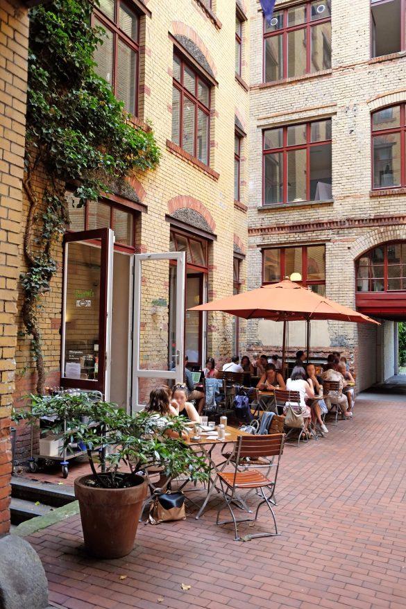 berlin mitte cafe kuchen sandwich salat
